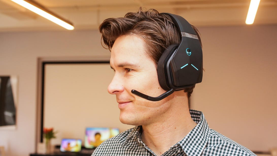 04-alienware-wireless-gaming-headset-aw988