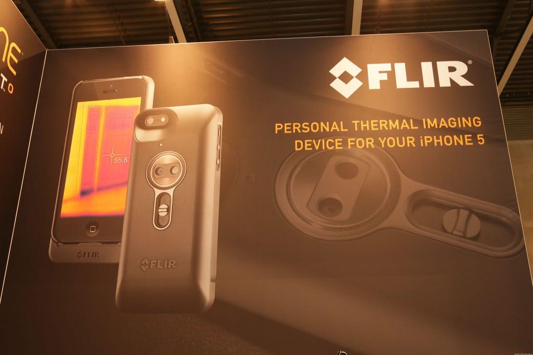 015FLIR_iphone_thermal_imaging_camera_MWC2014.jpg