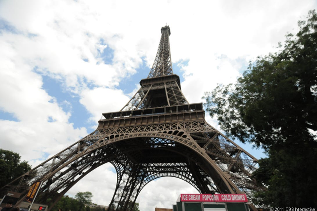 Low_wide_angle_Eiffel_Tower.jpg