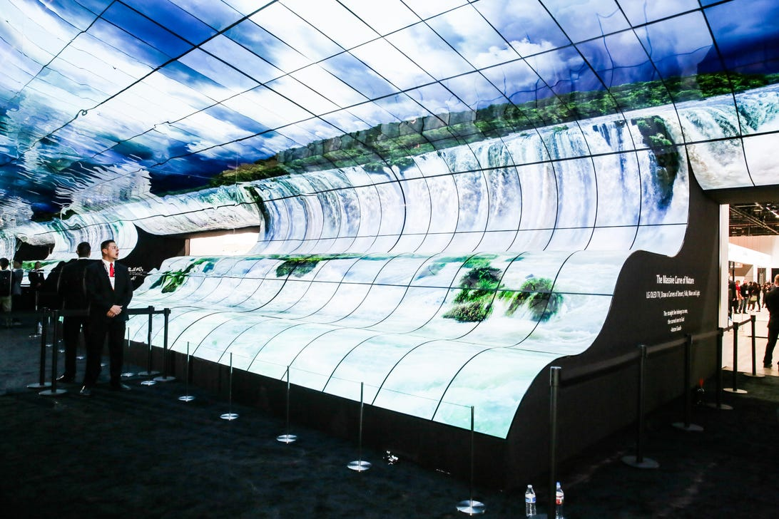 05-lg-booth-massive-curve-of-nature