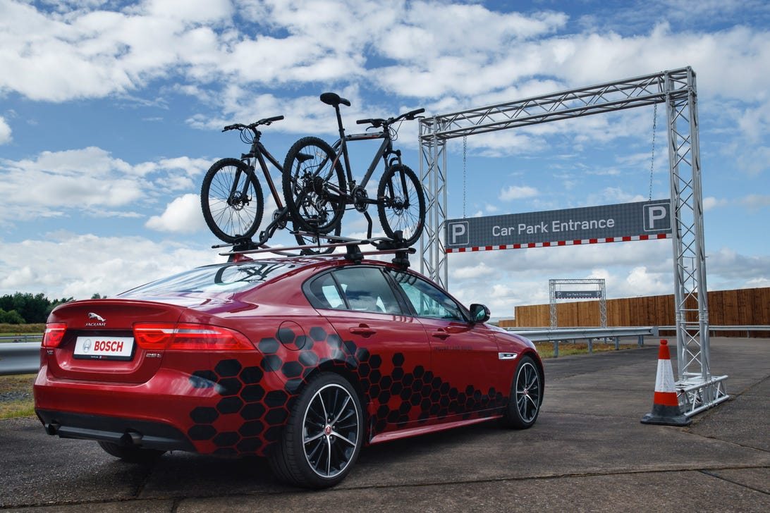 Jaguar Land Rover shows off Overhead Clearance Assist tech
