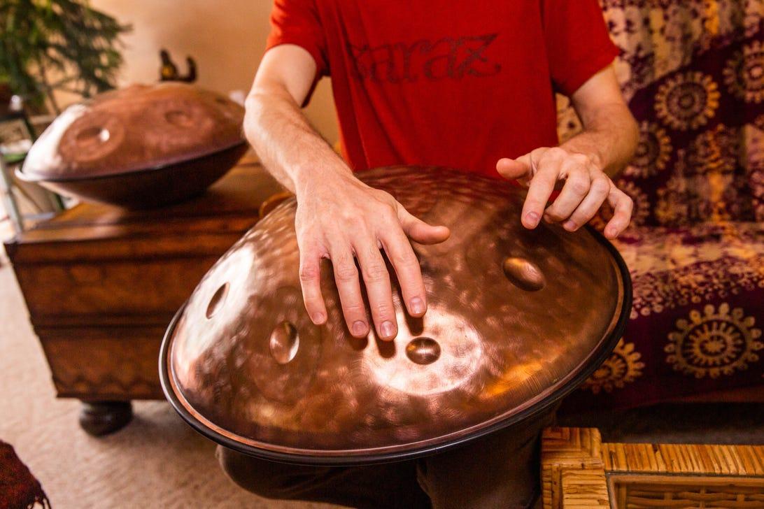 01-saraz-handpan-instrument-building-workshop-and-process
