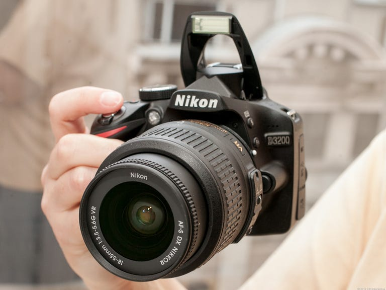 Nikon D3200 (with 18-55mm VR lens, Black)