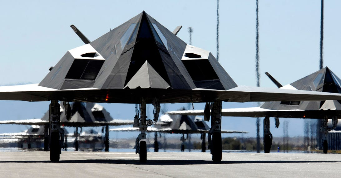 cnet-stealth-f-117-runway.jpg