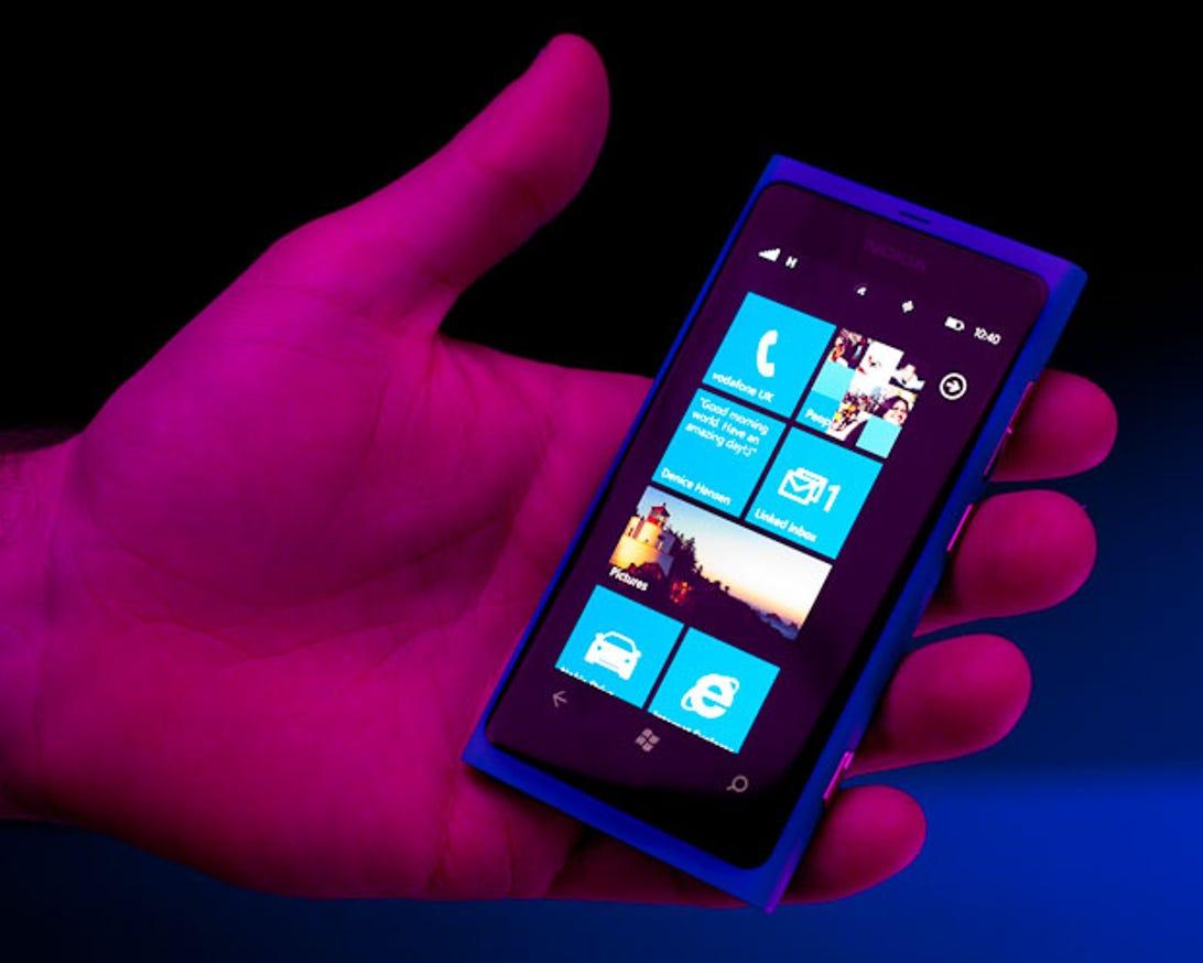 Nokia_World_Lumia_800_20111026_001_1.jpg