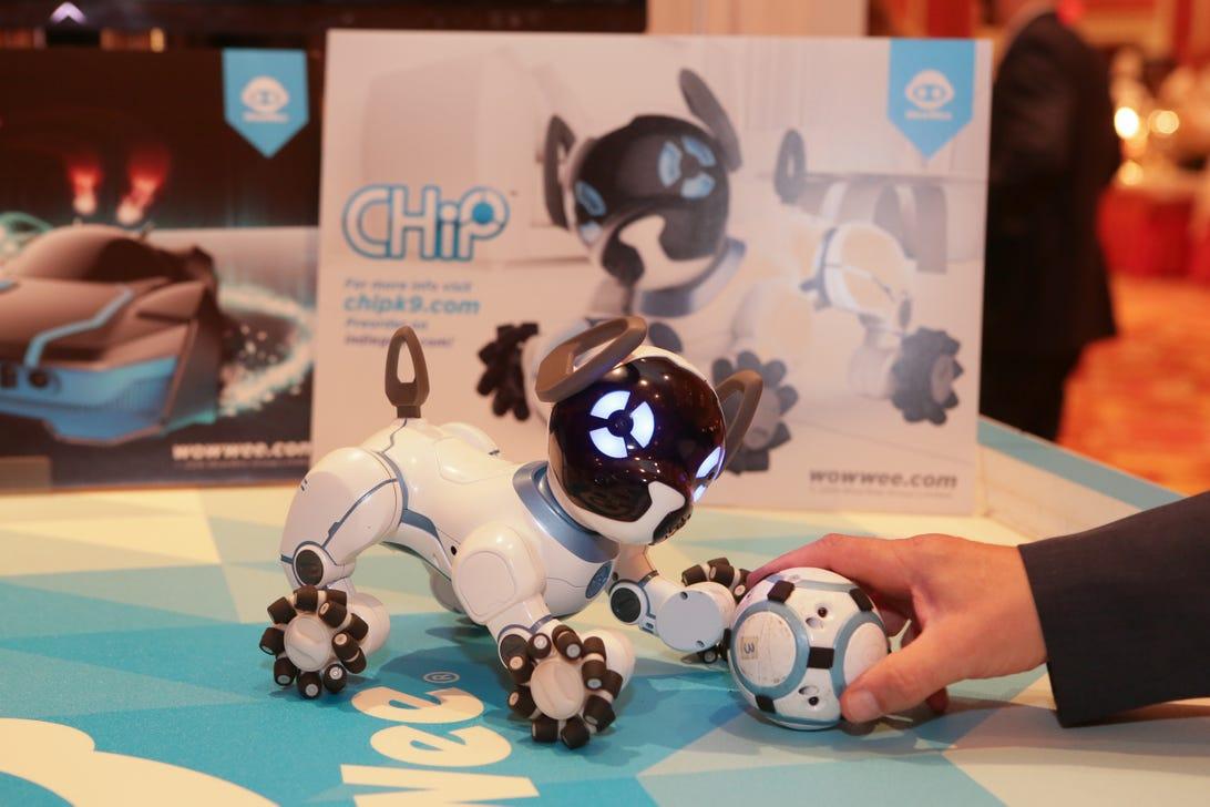 wowee-chip-robot-dog-01.jpg