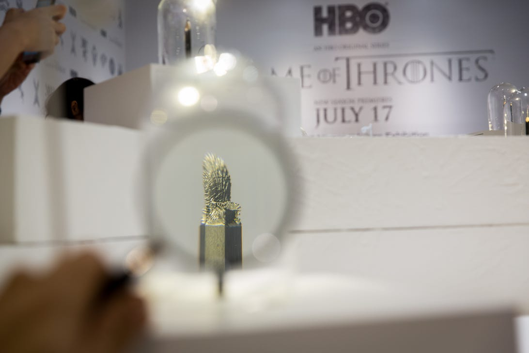 game-of-thrones-pencil-art-iron-throne-magnified.jpg