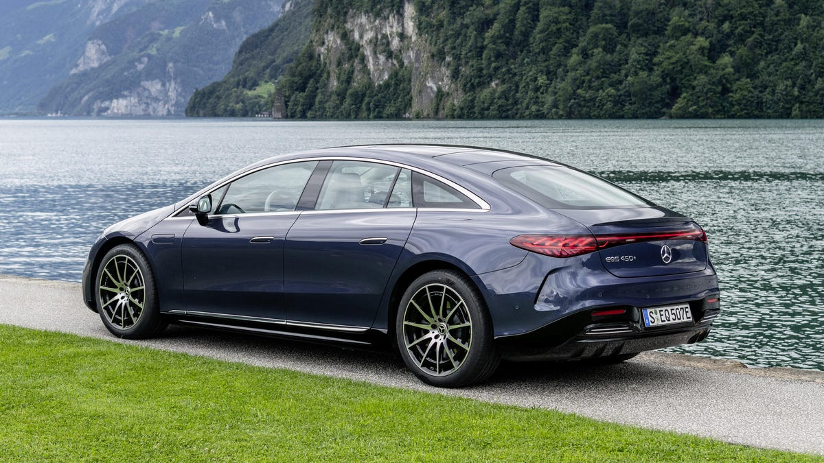Mercedes EQS 2022 is a slippery luxury car – Roadshow