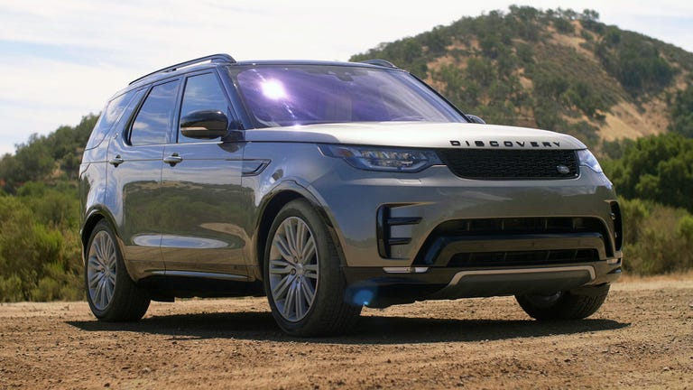 rs-2018-landrover-discovery-review-holdingstill-rs
