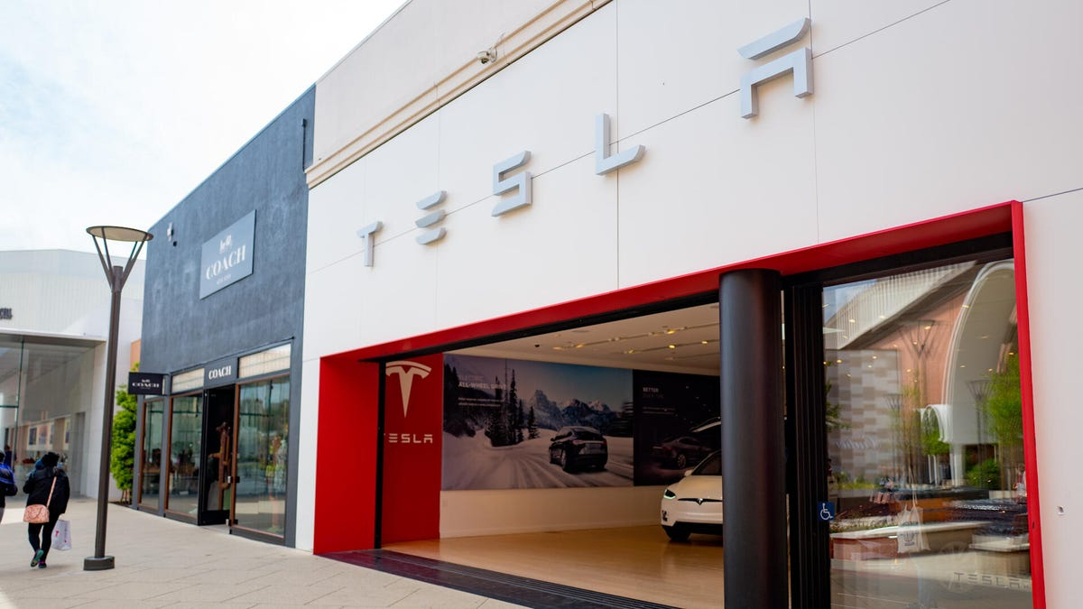 In today's top stories, Tesla reportedly eyes closing its pricier showrooms, Twitter tests out a new shopping feature and Instagram doubles the length of its Reels feature.