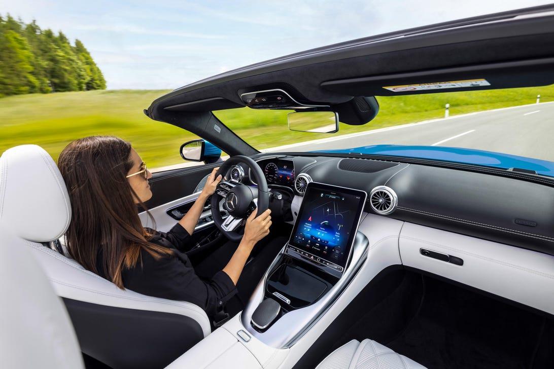 2022-mercedes-amg-sl-roadster-interior-124