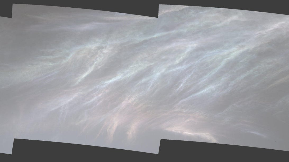 e-pia24662-curiosity-spots-iridescent-mother-of-pearl-clouds