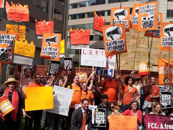 protesters-outside-fcc.jpg