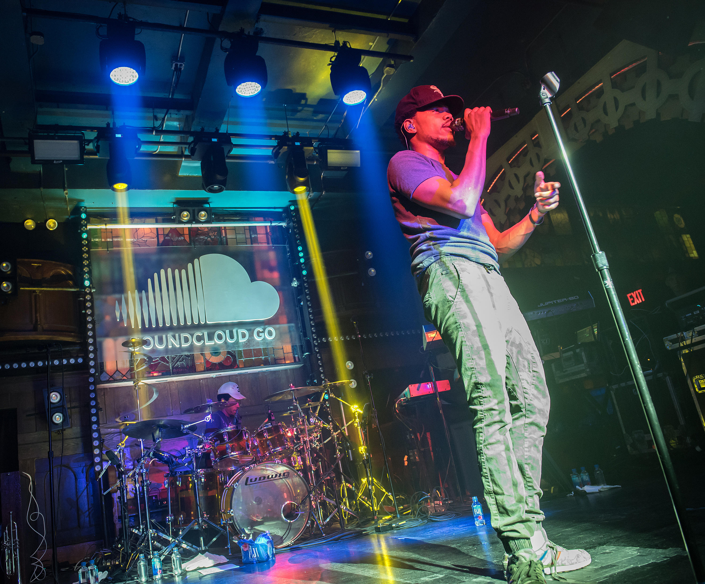 """<p>NEW YORK, NEW YORK - MARCH 31:  Hip-hop artist Chance The Rapper performs during the SoundCloud Go Launch at Flash Factory on March 31, 2016 in New York City. Partly thanks to the&nbsp;<a href=""""https://www.cnet.com/news/us-music-subscriptions-equal-the-entire-population-of-canada-now/"""">growth of streaming</a>, independent unsigned artists are reaching heights of popularity that were once limited to stars backed by a major label. Chance the Rapper, for example, rose to prominence without a label via mixtapes posted to&nbsp;<a href=""""https://www.cnet.com/tags/soundcloud/"""">SoundCloud</a>&nbsp;and won the&nbsp;<a href=""""https://www.cnet.com/news/chance-the-rapper-grammy-coloring-book-itunes-spotify-soundcloud-apple-music/"""">Grammy for best new artist</a>&nbsp;last year.</p>"""