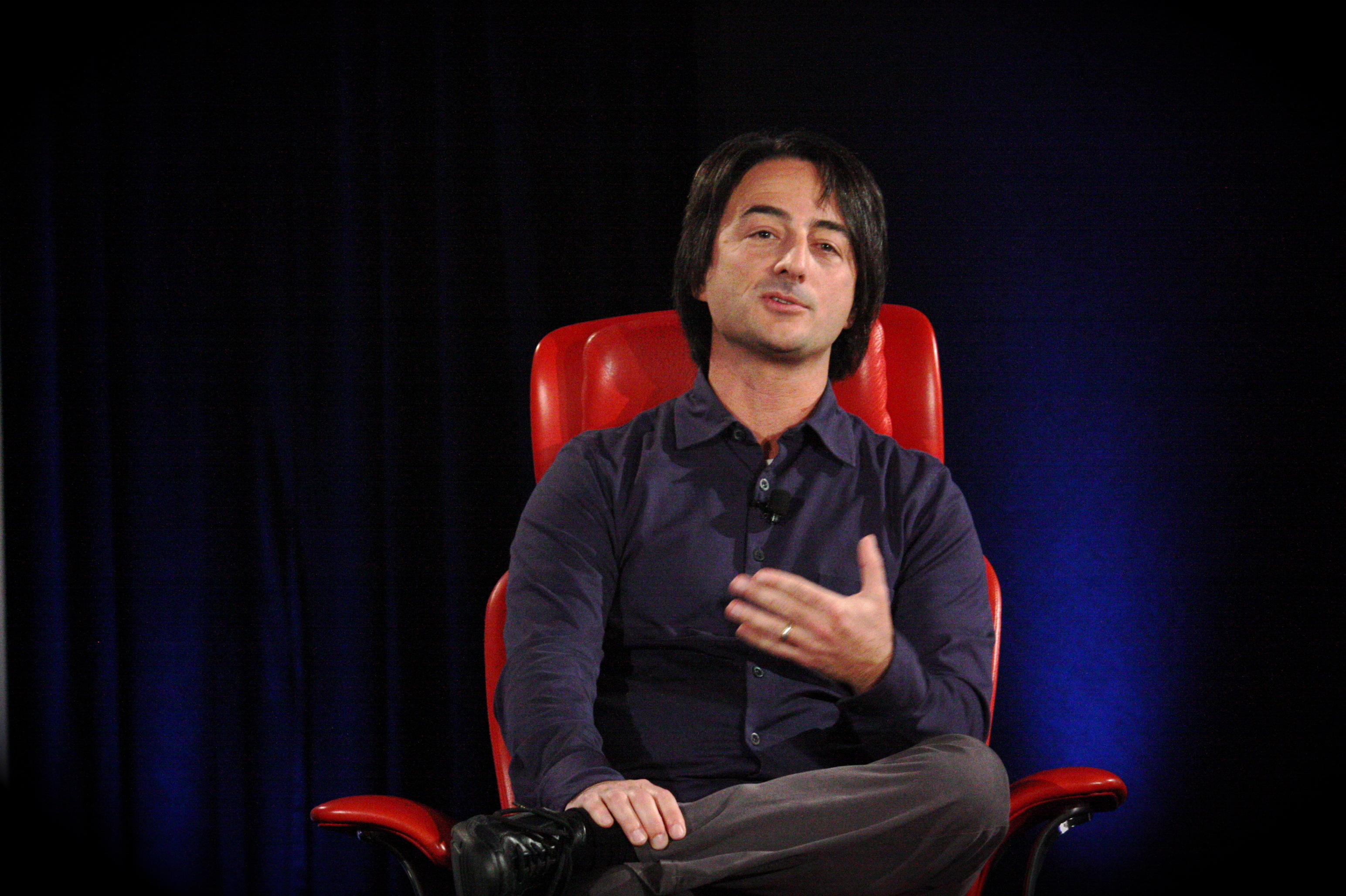 Microsoft's Joe Belfiore discusses Windows Phone 7 development priorities at the D: Dive Into Mobile conference.