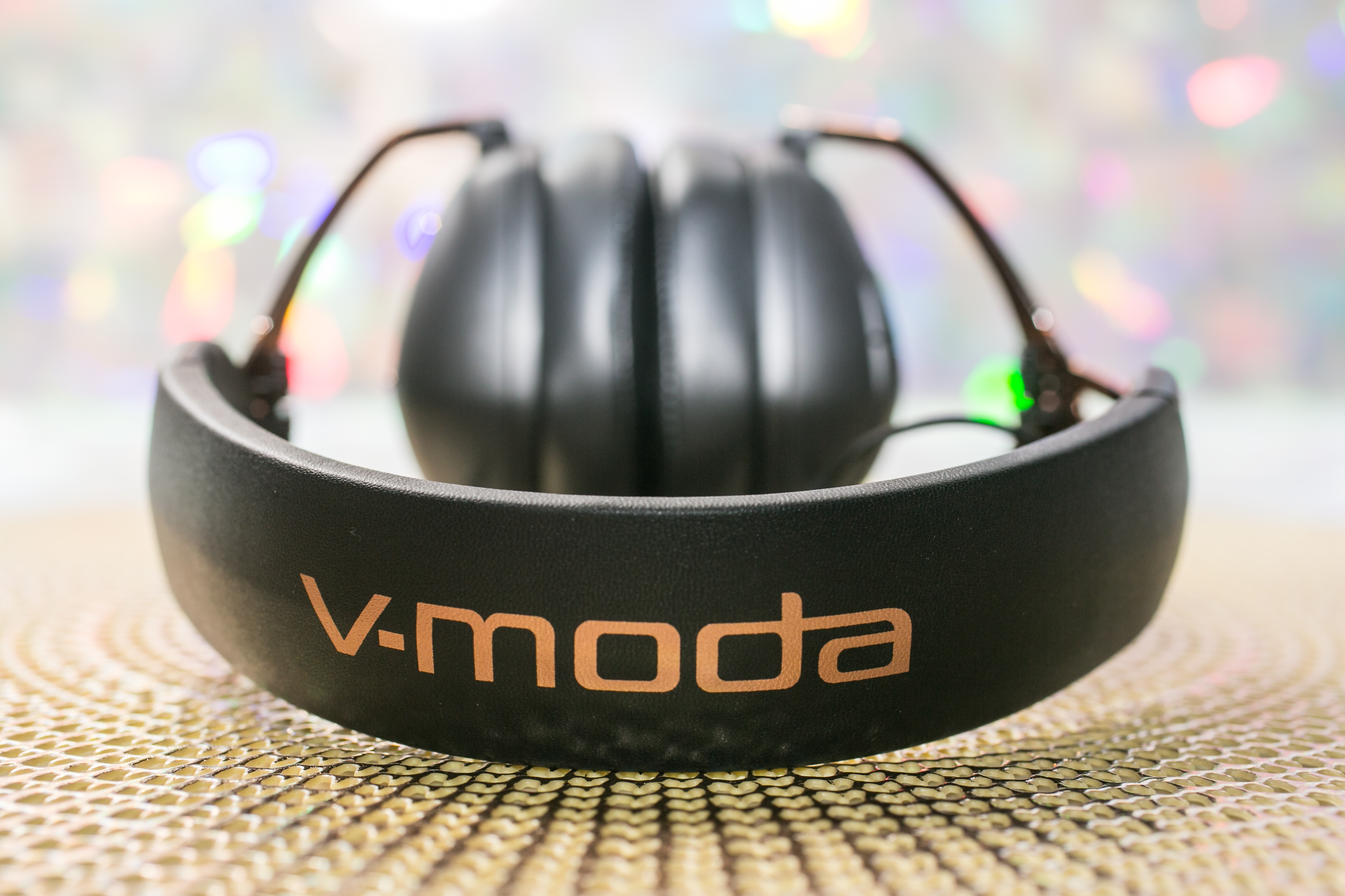 v-moda-crossfade-wireless-2-headphones-03.jpg