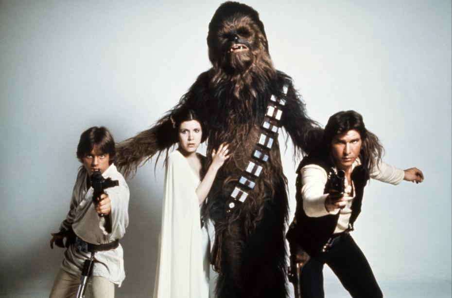 Chewbacca (Peter Mayhew) stopped by Mark Hamill's AMA to say hello. That's one friendly, Wookiee.