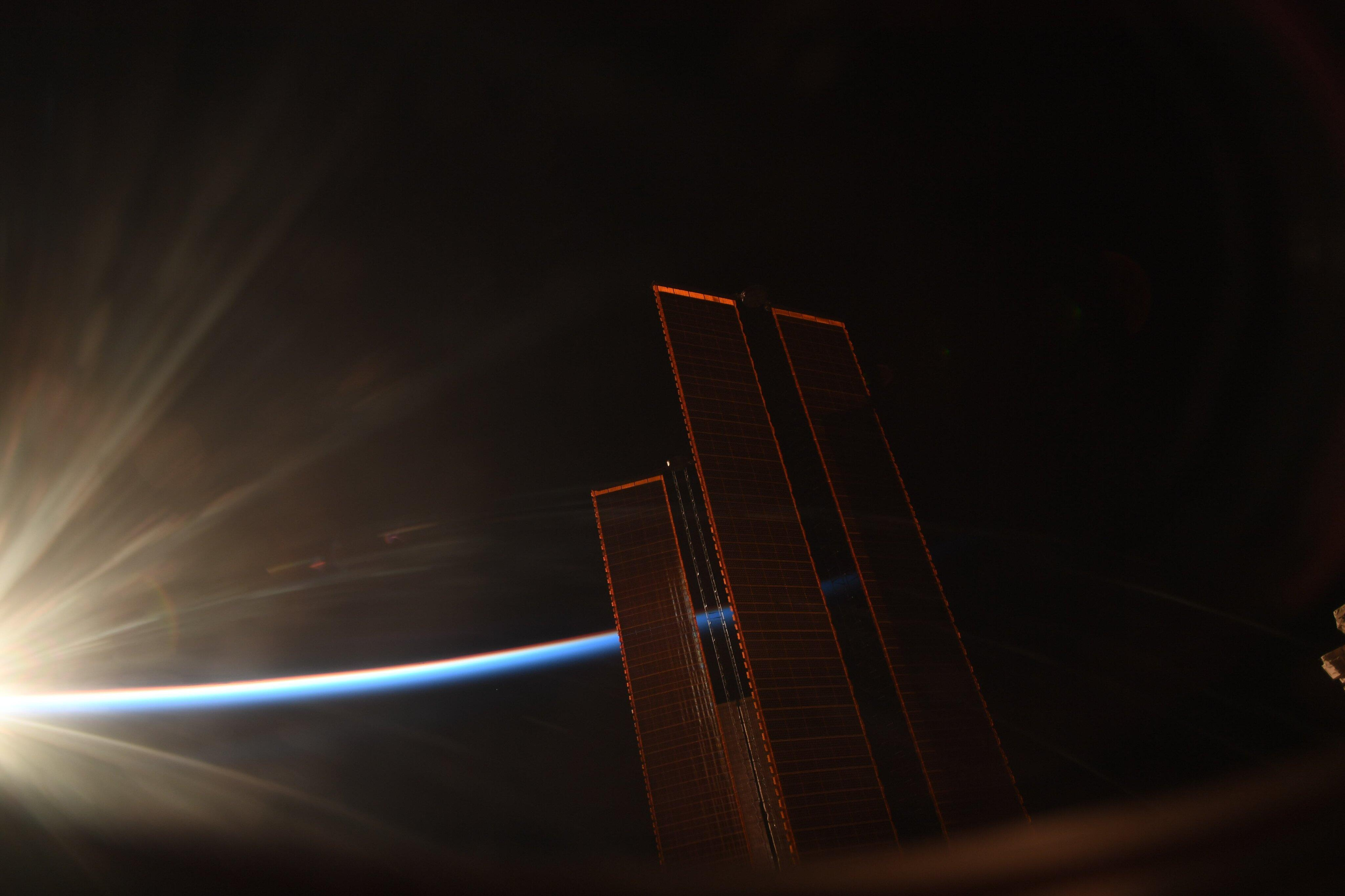 Magnificent photo of the space station at sunrise will take your breath away  - CNET