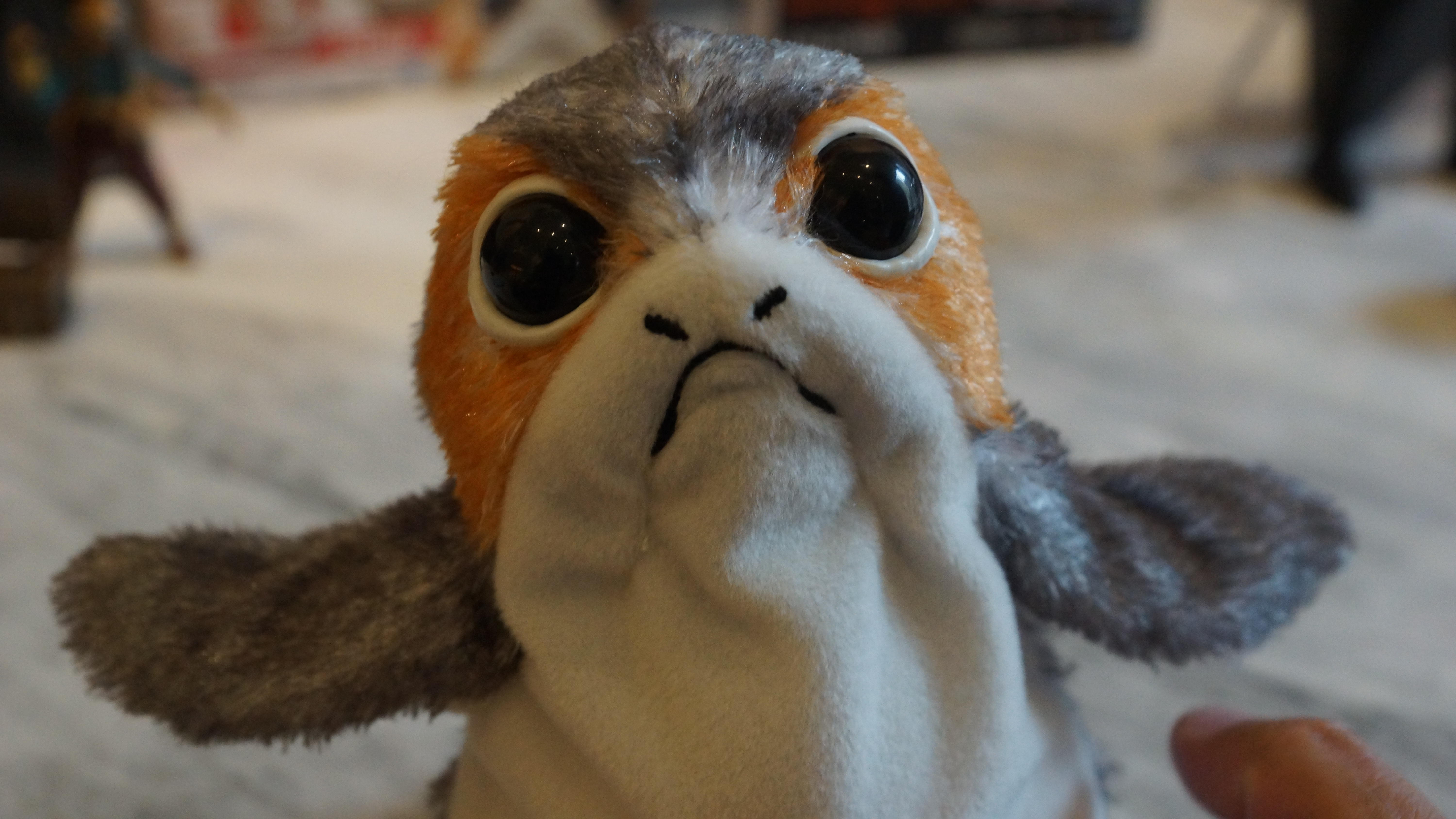 Look at that pretty porg face!