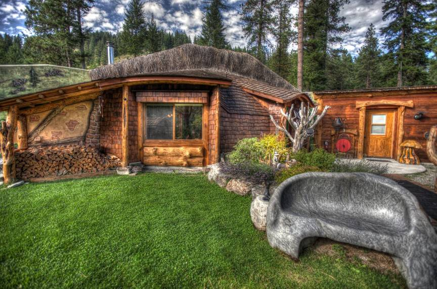 Stay with hobbits in The Shire of Montana