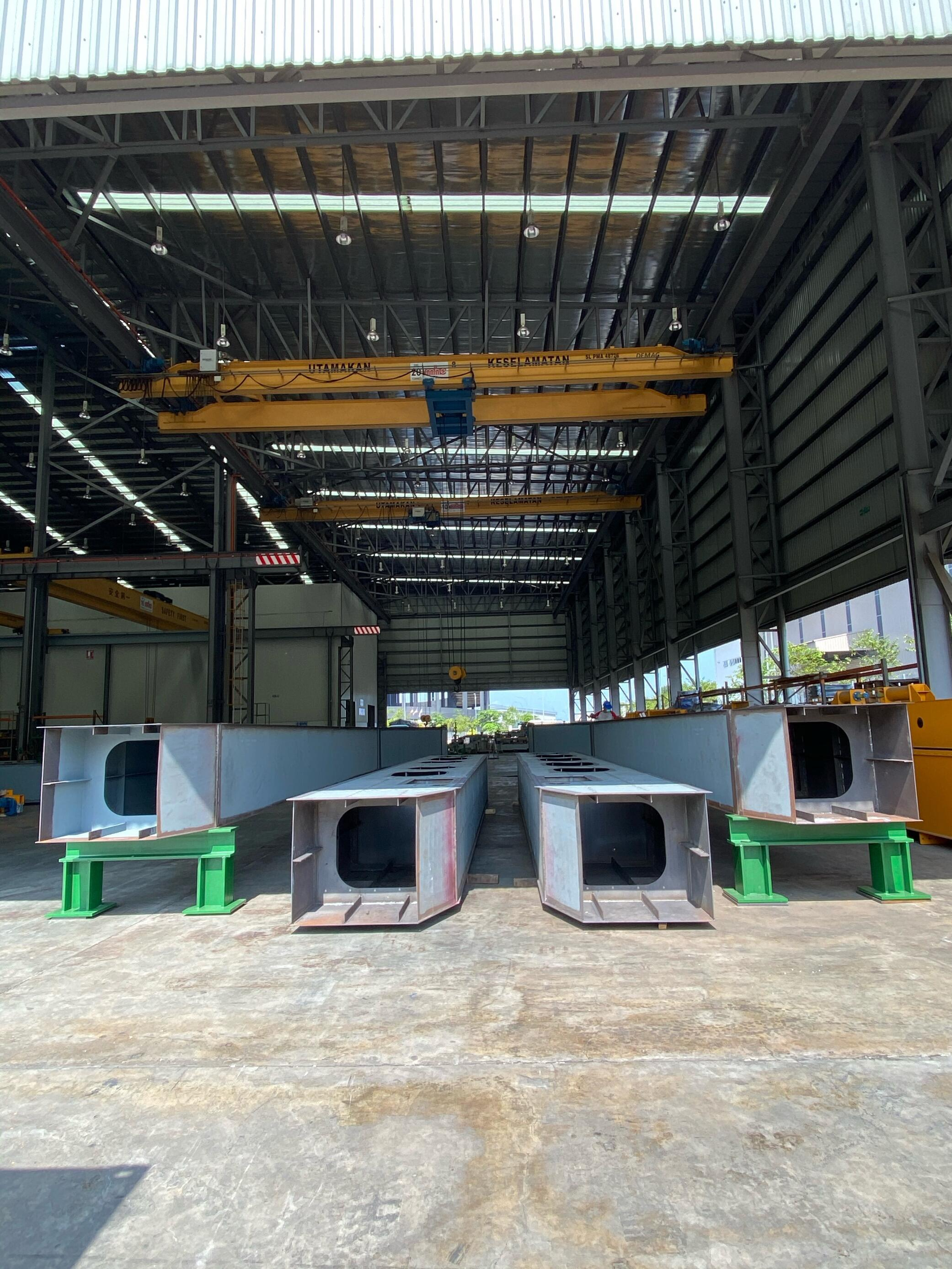 assembly-of-pontoons-for-series-production-of-interceptors-3