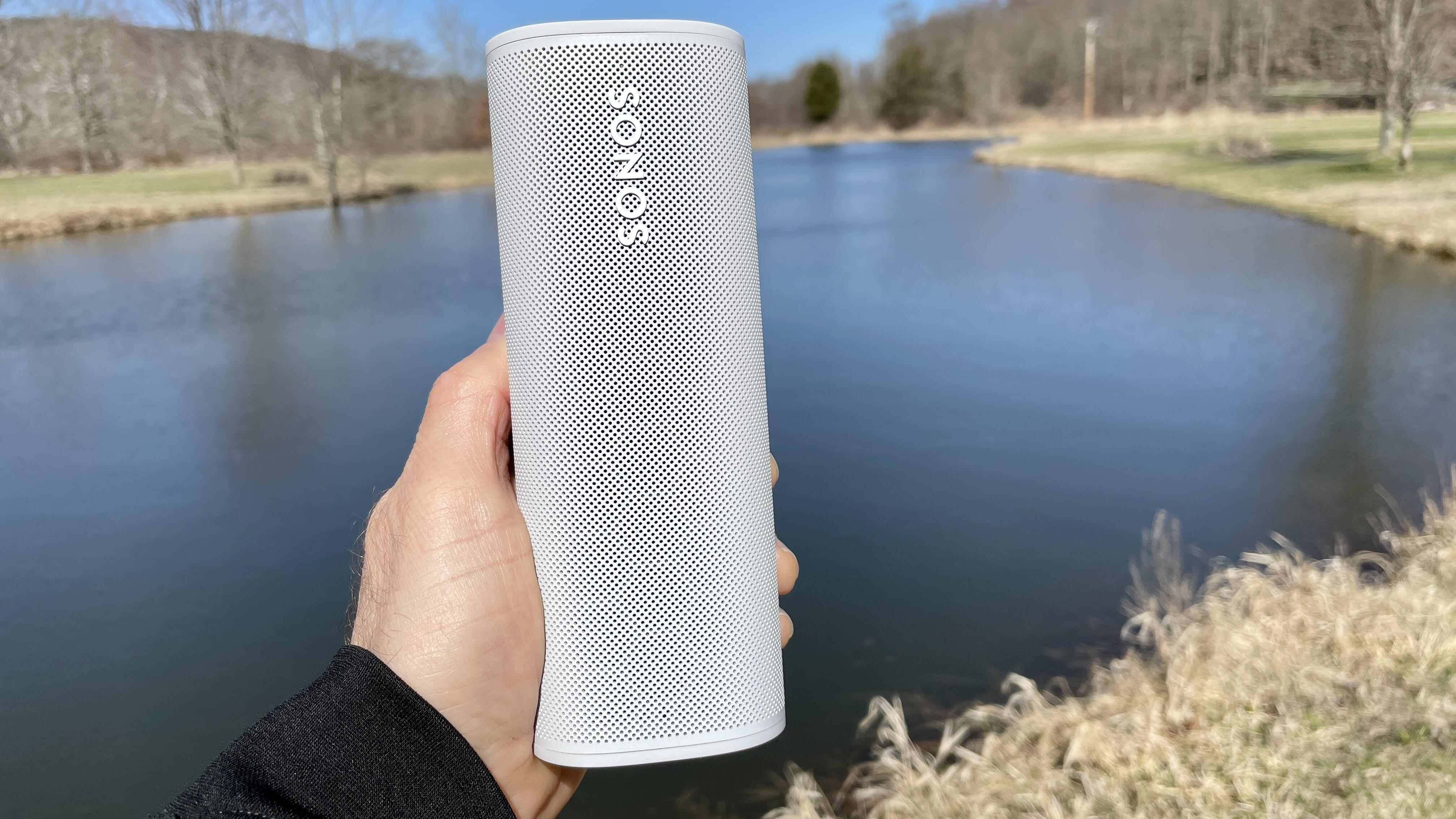sonos-roam-lake-background