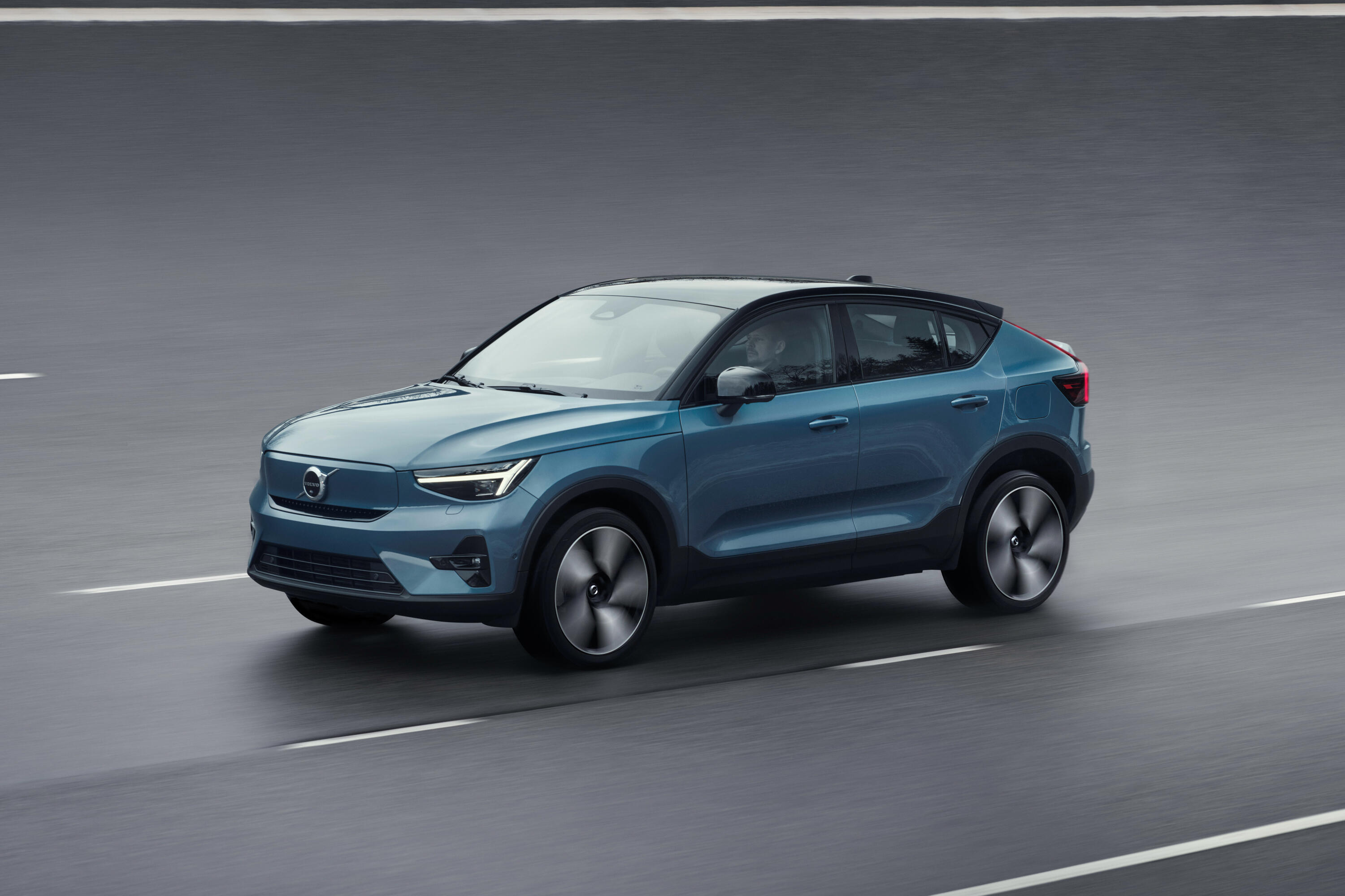 2022-volvo-c40-recharge-ev-crossover-coupe-110