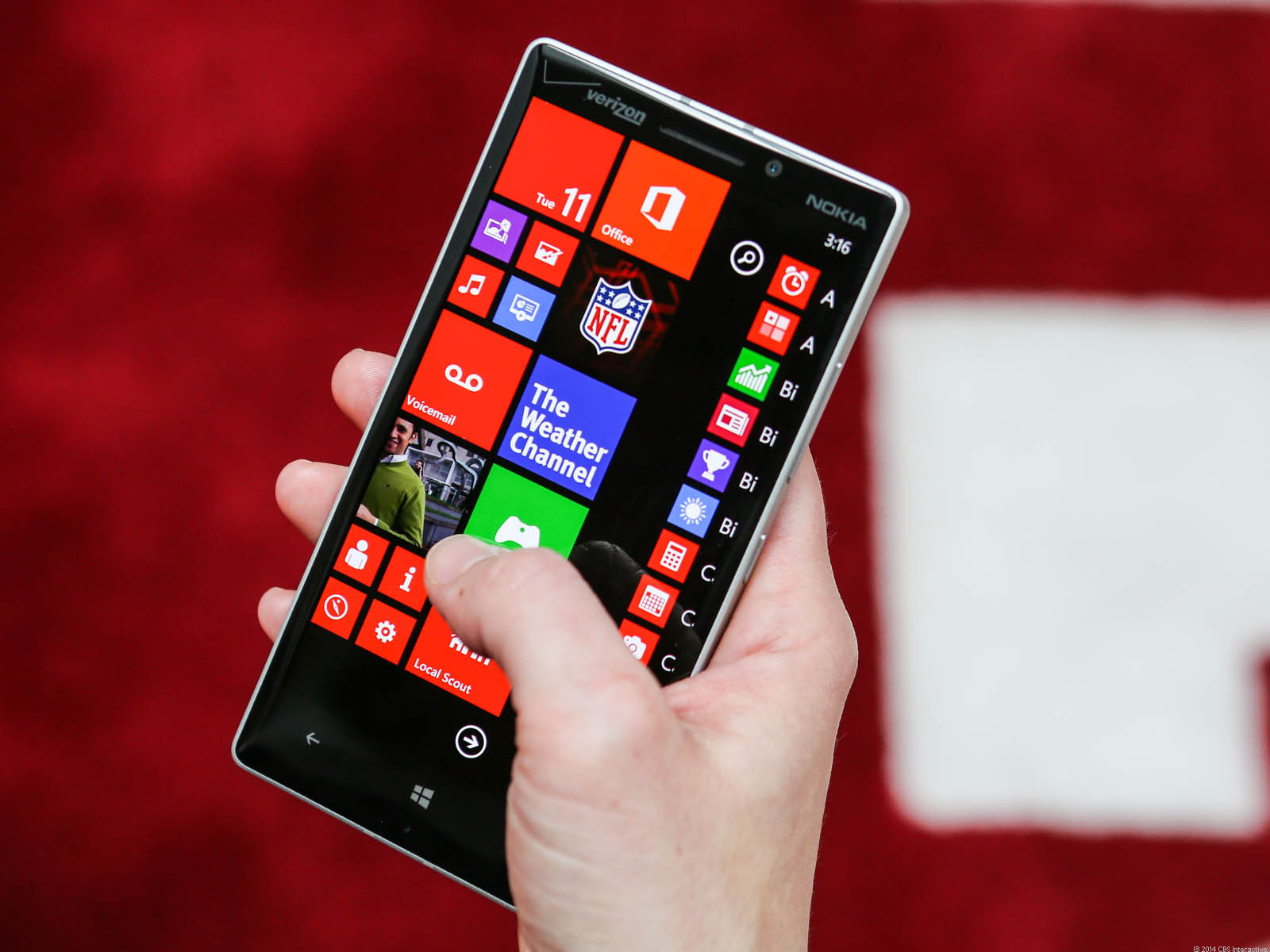 """<p>We first saw the three-column view in the <a href=""""http://reviews.cnet.com/smartphones/nokia-lumia-1520/4505-6452_7-35829228.html"""">6-inch Lumia 1520</a>, but the Icon uses it as well. One benefit is being able to squeeze more live tiles onto the display before needing to scroll down for more.</p>"""