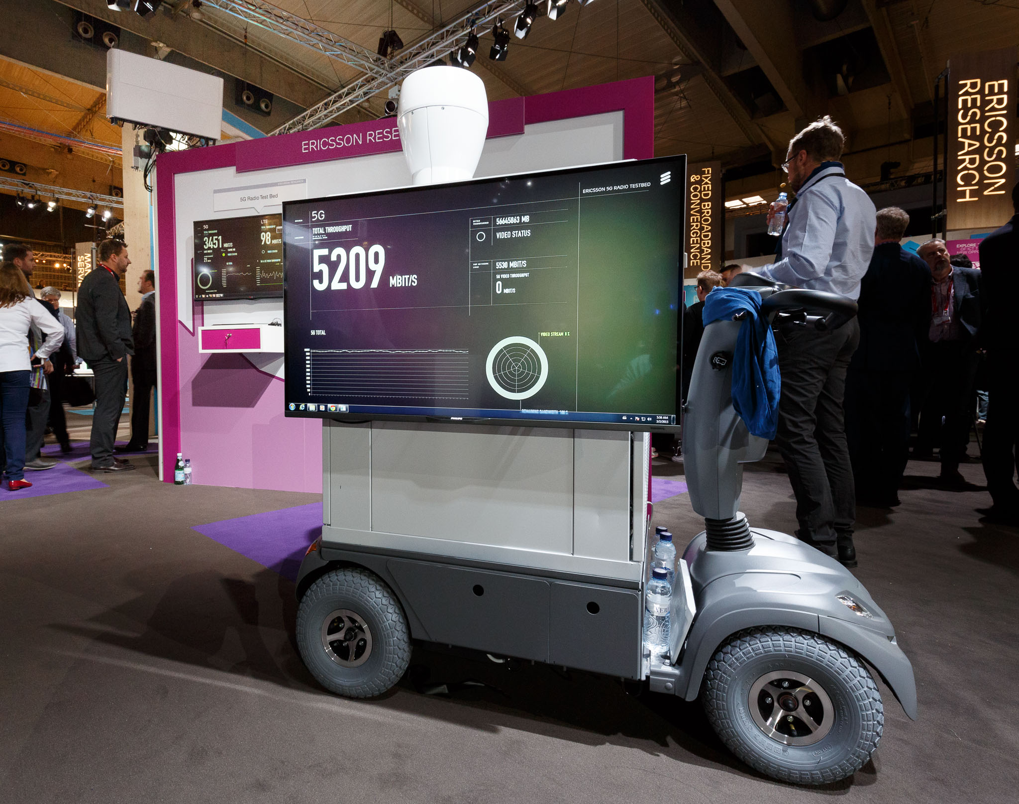 Ericsson showed a wireless radio link with prototype 5G networking technology at Mobile World Congress. The equipment could sustain data transfer rates of 5.8Gbps between the base station antenna in the upper left and the receiver on the cart.