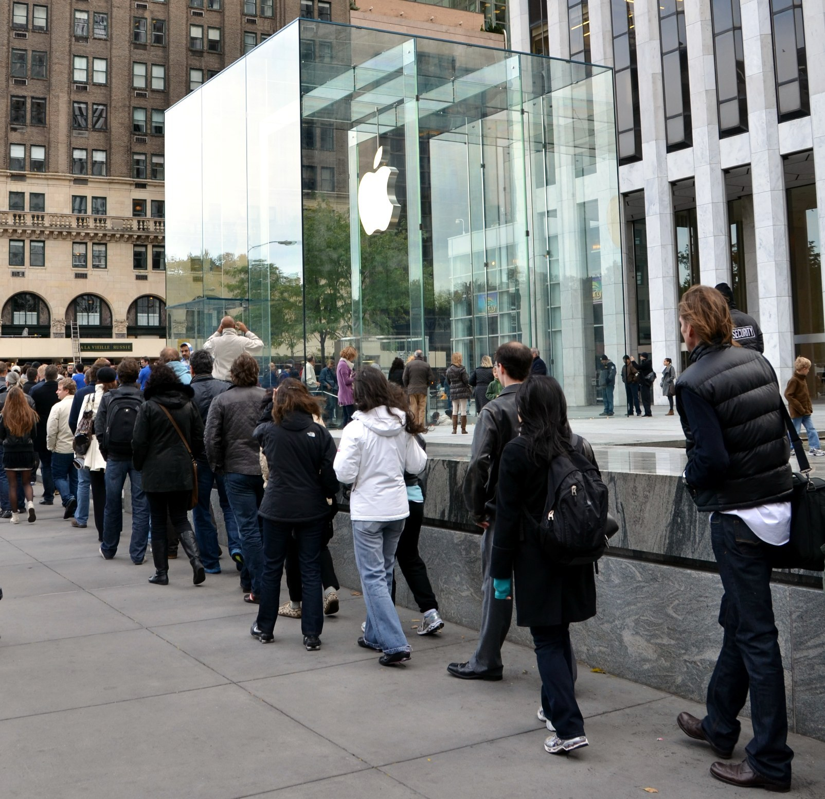 Apple fans line up to enter new store