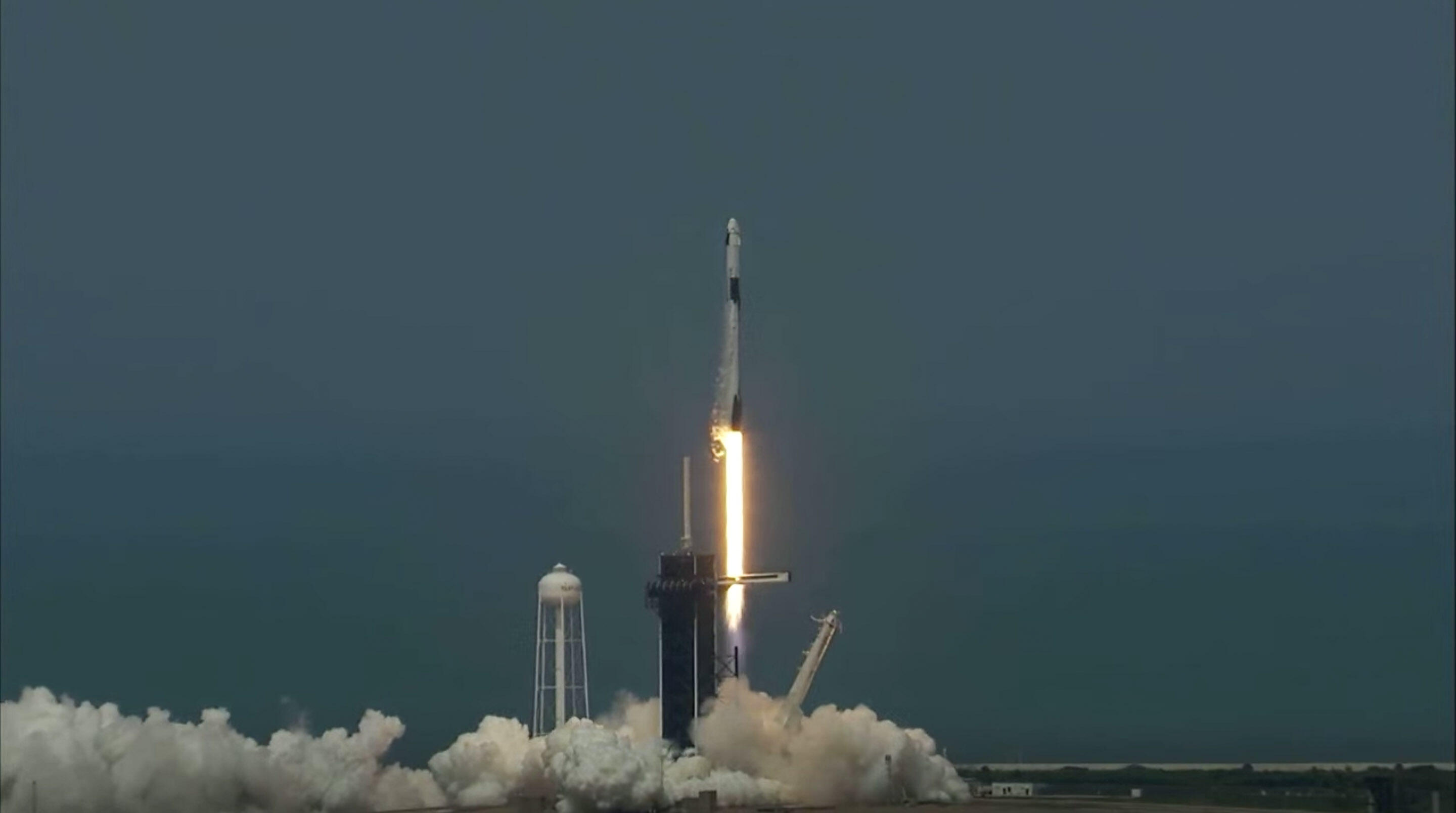 SpaceX Falcon 9 clears the tower