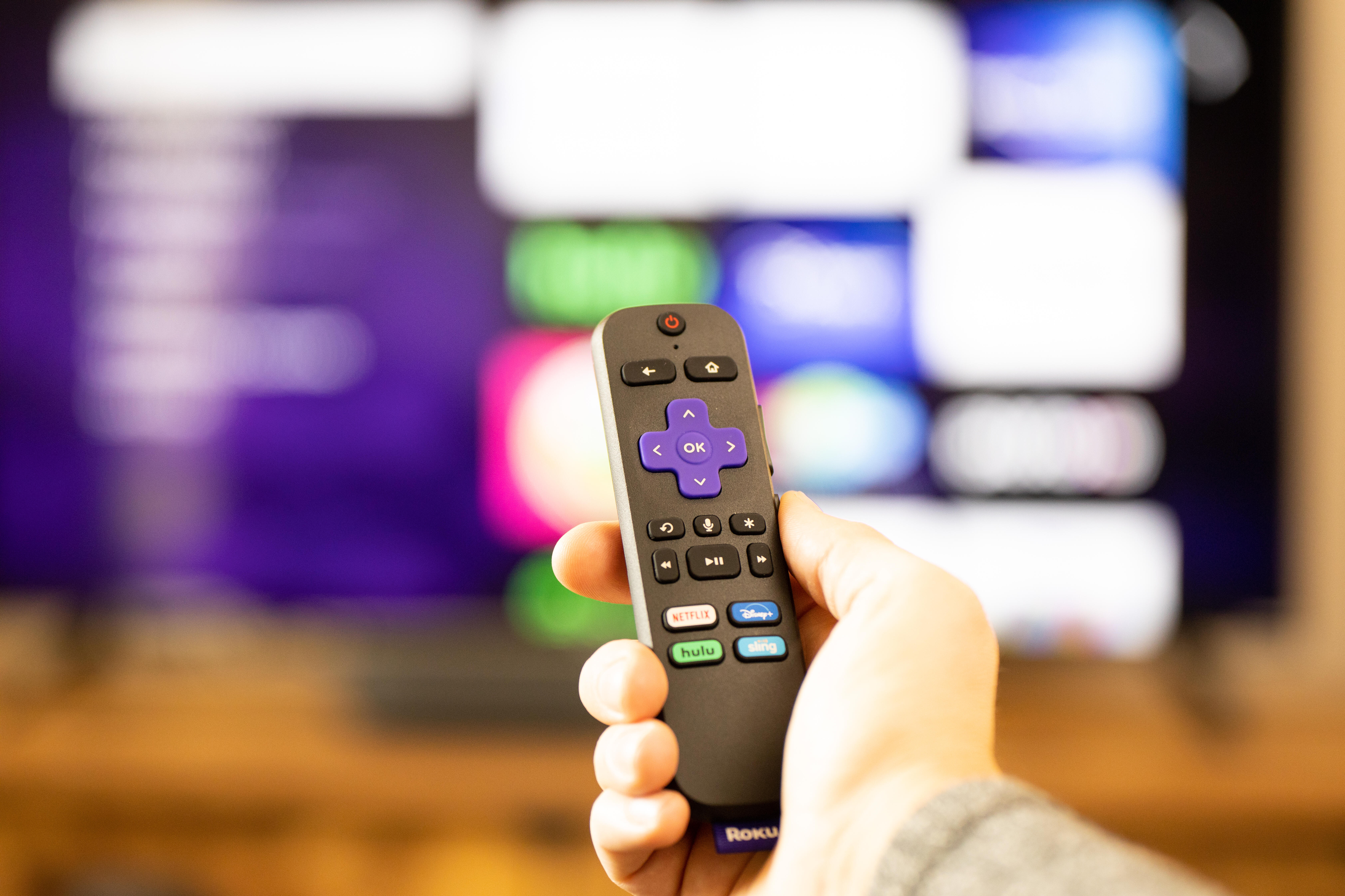 roku-voice-remote-in-hand