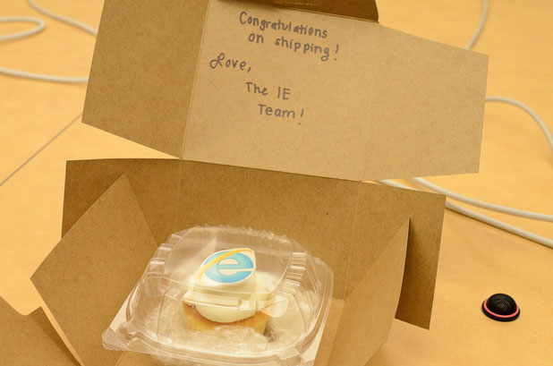 To congratulate Mozilla on shipping Firefox 6, Microsoft sent a mere cupcake rather than a full cake, a little ribbing over the fact that new versions of Firefox arrive more frequently but with a smaller set of new features.