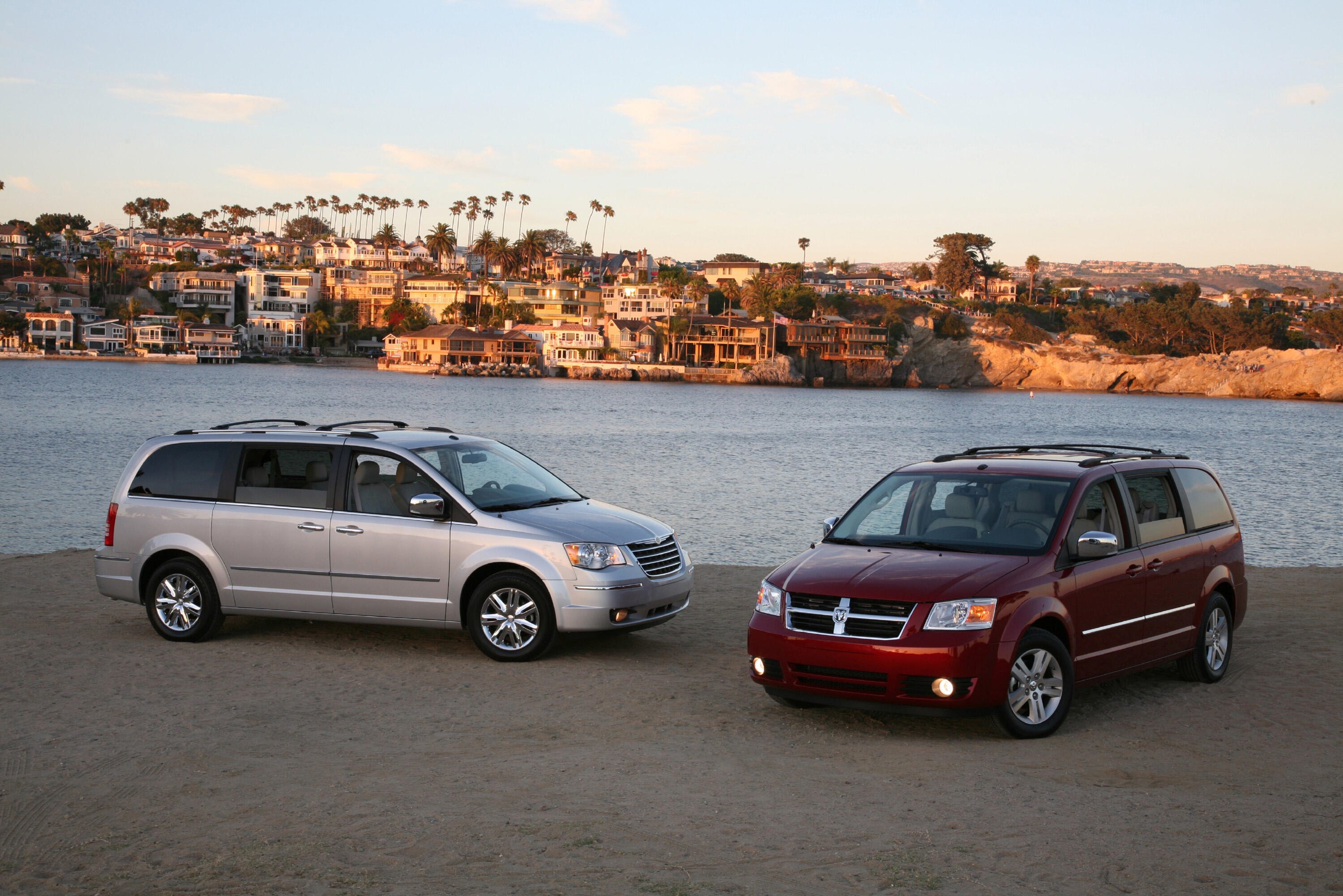 2008 Chrysler Town & Country and Dodge Caravan