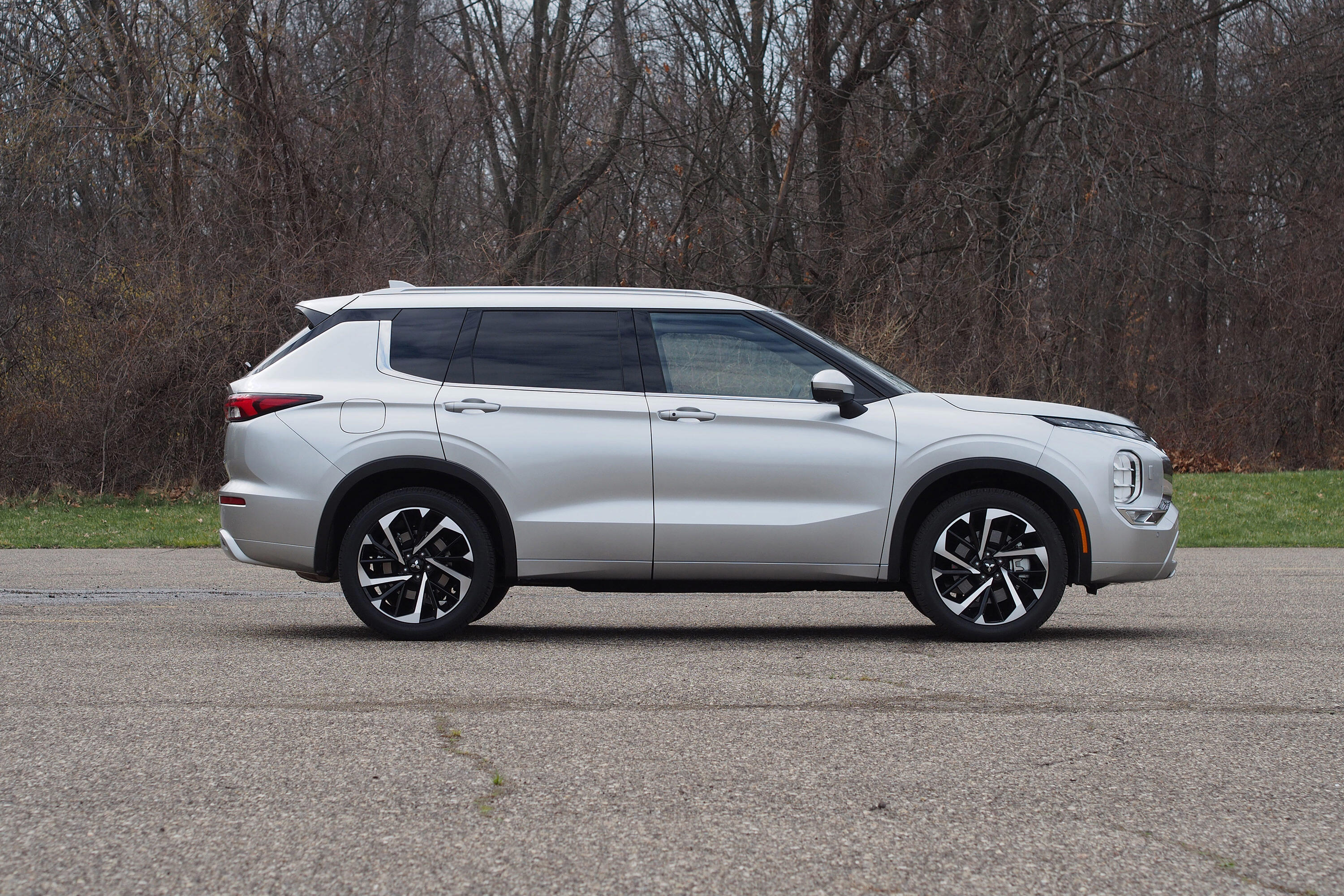 2022 Mitsubishi Outlander SEL Touring - wheels