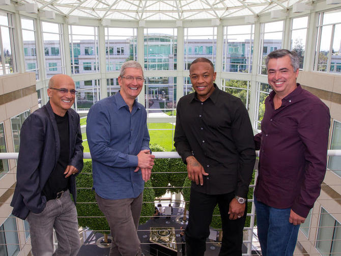 <p>Dre and colleagues on the job.</p>