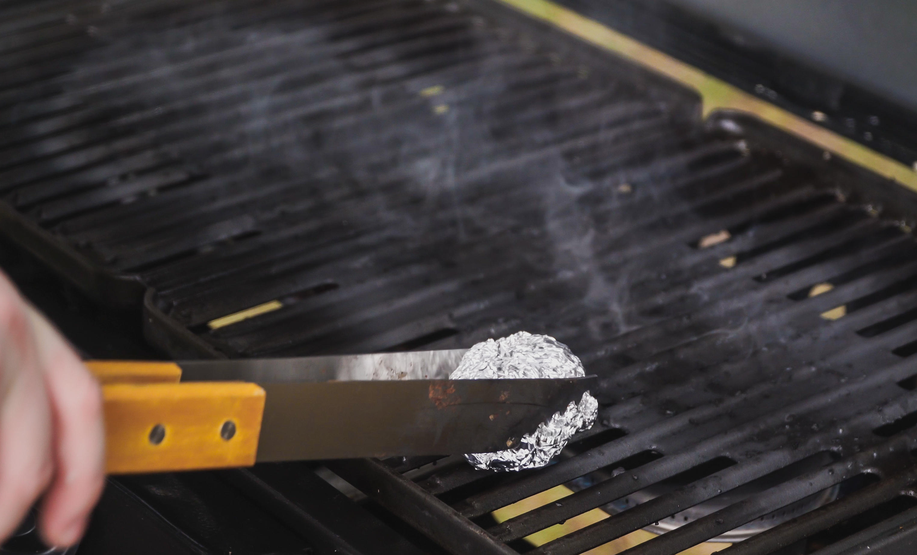 2 Quick Ways To Clean Your Grill Without A Grill Brush Cnet