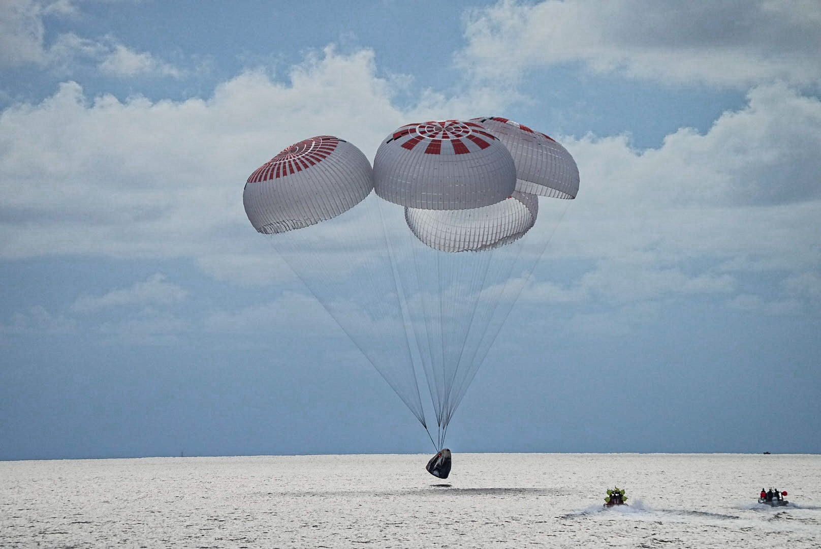 SpaceX Inspiration4 mission splashes down in first Atlantic Ocean landing -  CNET