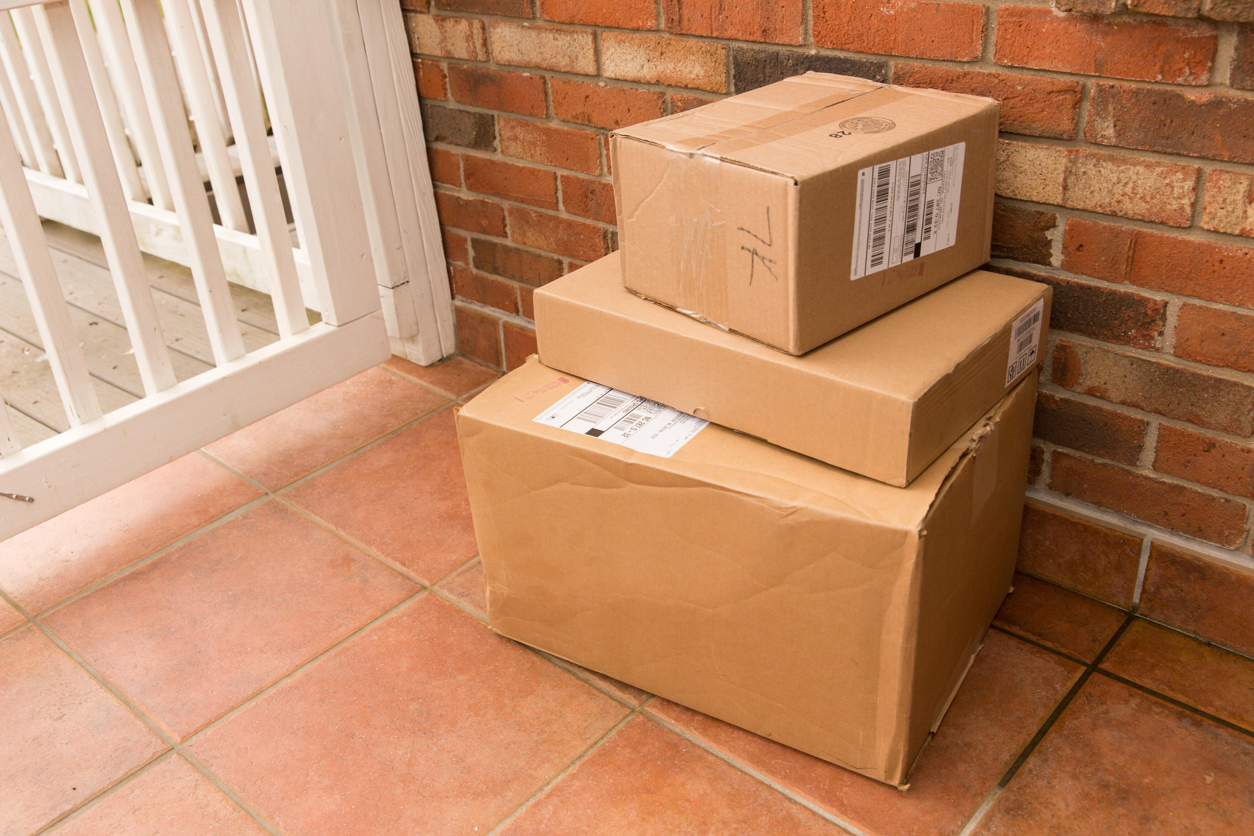 21-mail-packages-usps-fedex-amazon-ups-doorstep-mailbox-letters-shipping-coronavirus-stay-at-home-2020-cnet
