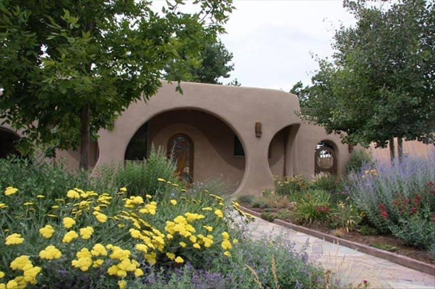 Luxury Hobbit House in Santa Fe