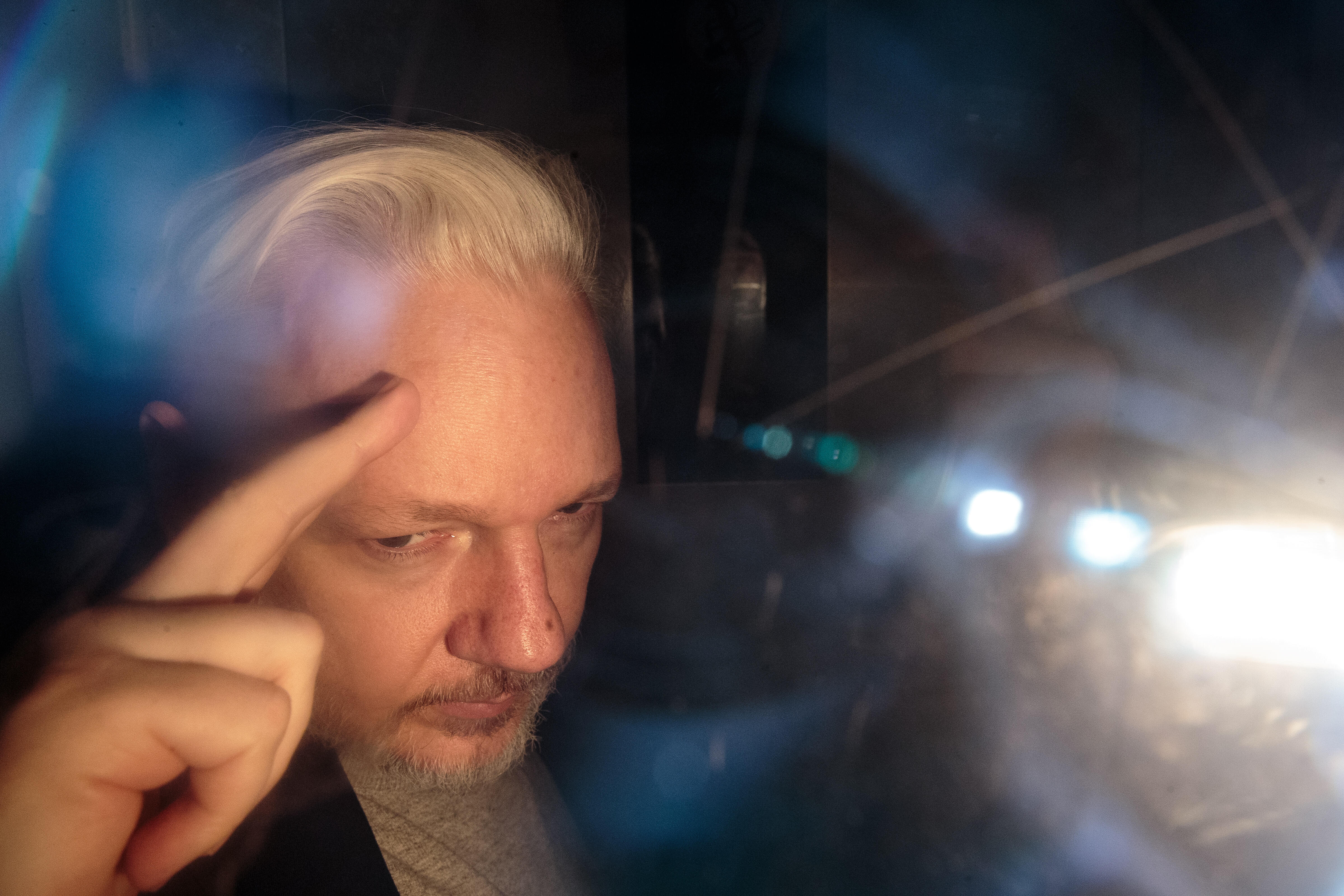 assange-gettyimages-1140452204
