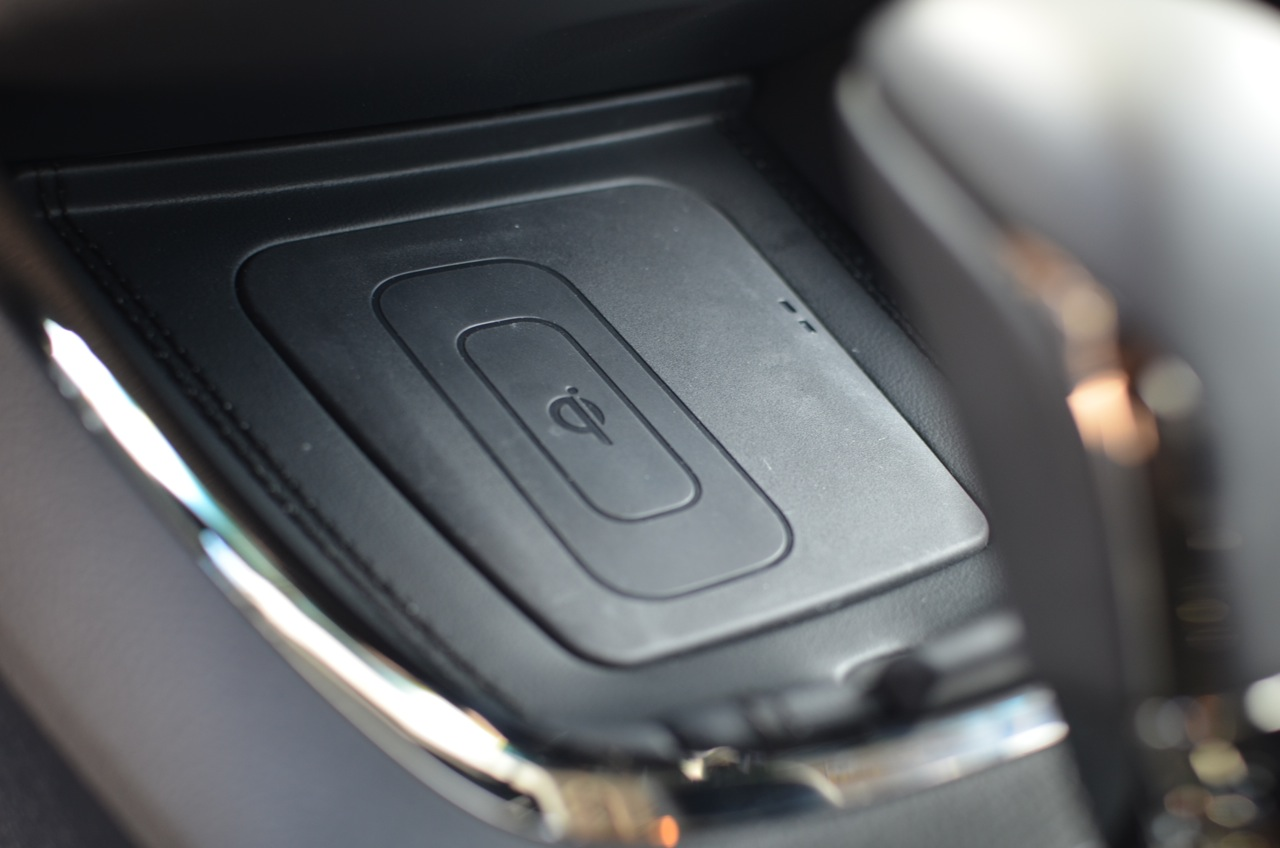 An optional Qi wireless phone charger in the 2014 Toyota Avalon Limited.
