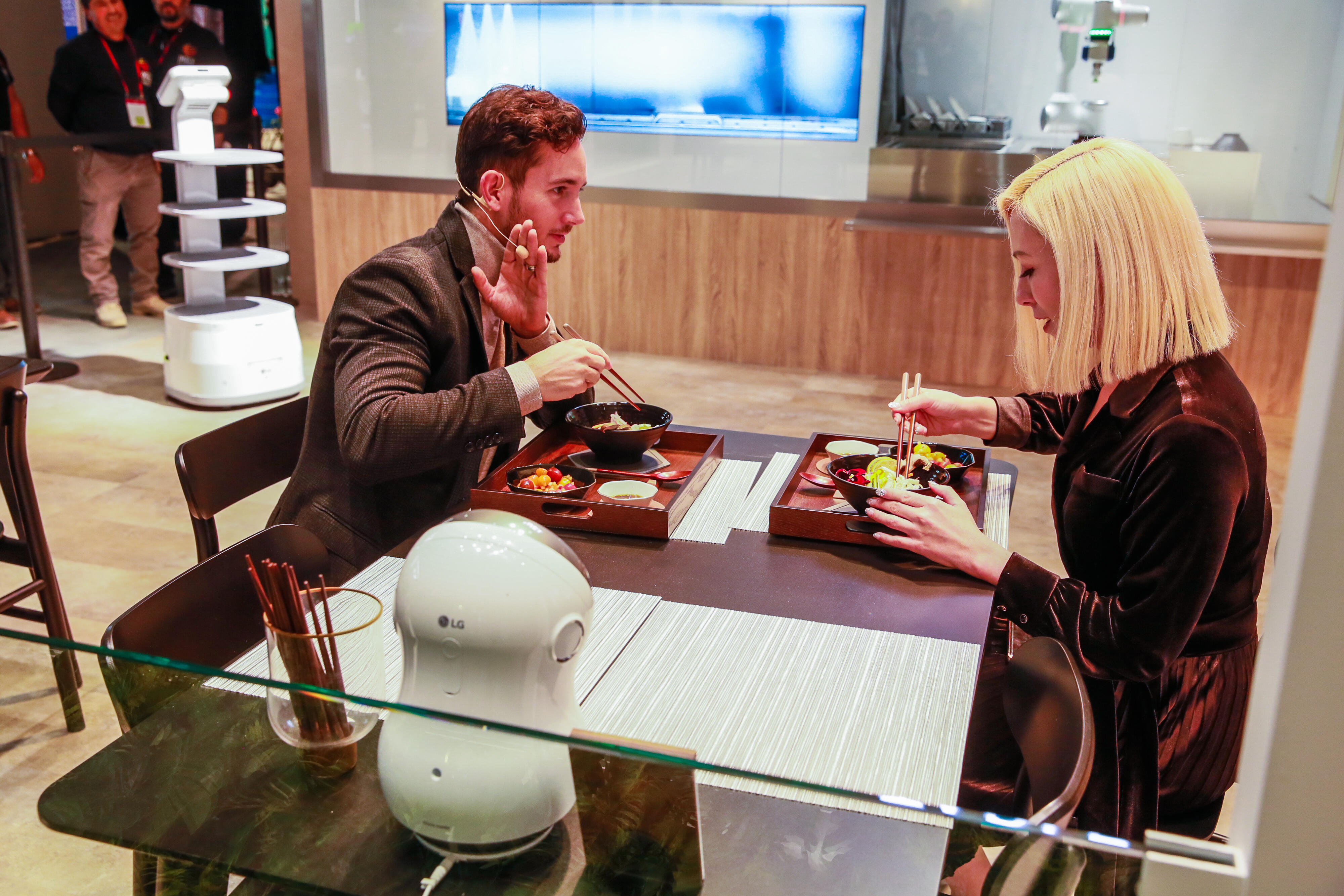 LG demos CLOi's Table: a robot-manned restaurant experience at CES 2020