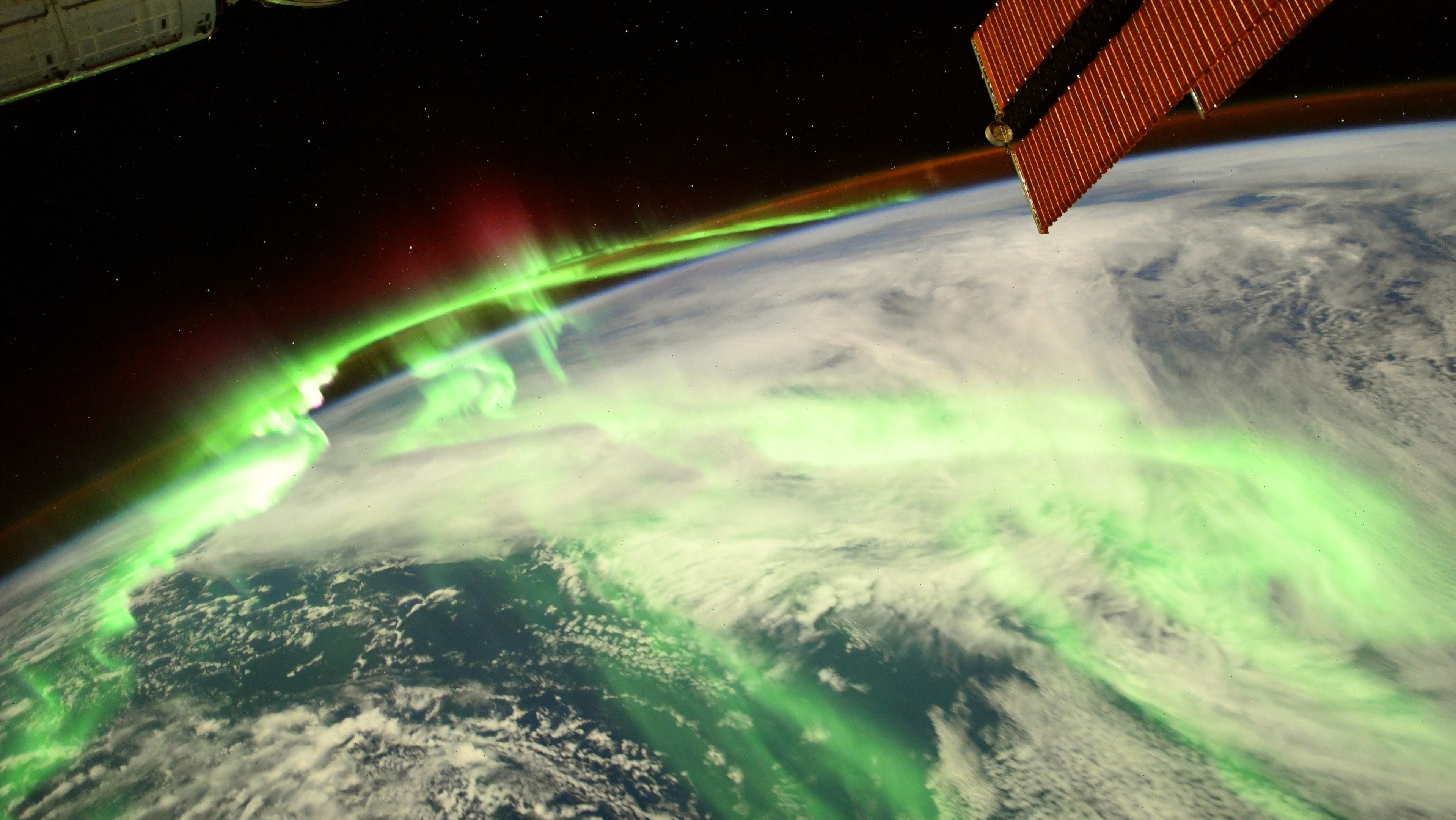 Earth  glows green in epic aurora image from the ISS