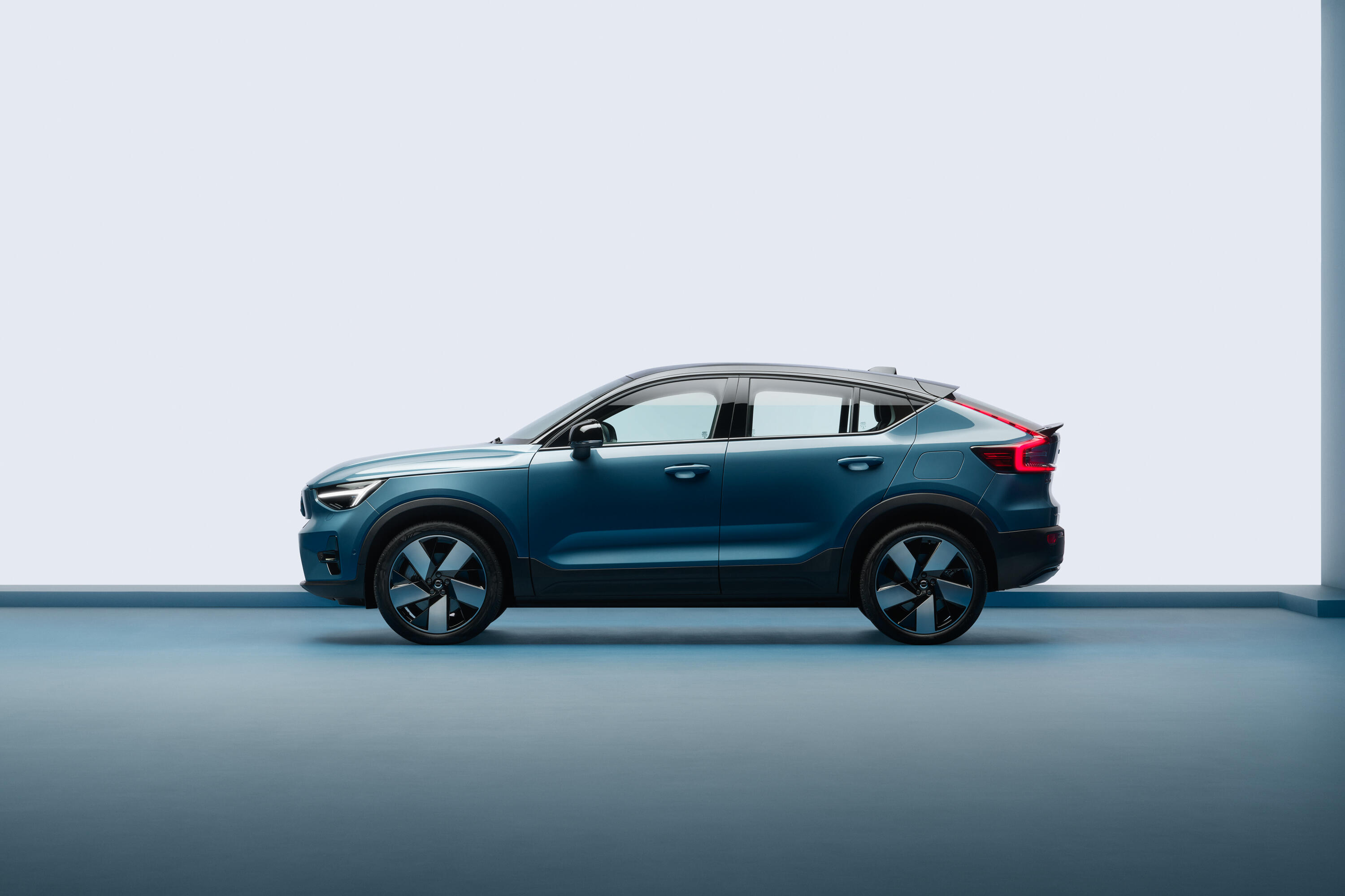 2022-volvo-c40-recharge-ev-crossover-coupe-116