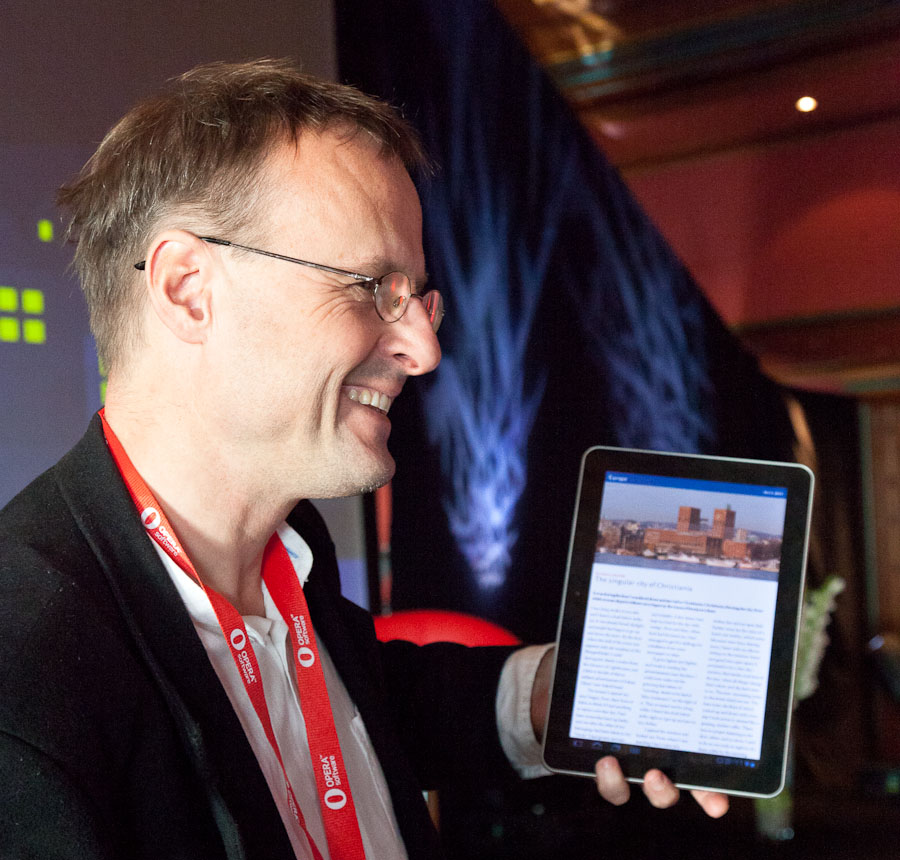 Haakon Wium Lie, Opera's chief technology officer and the founder of CSS, shows off CSS formatting technology to give Web pages more of the feel of content printed on paper.