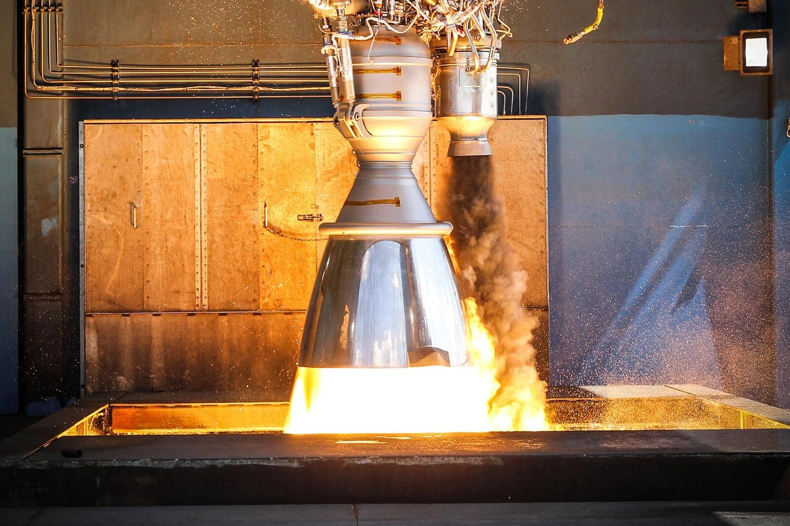 SpaceX tests its engines