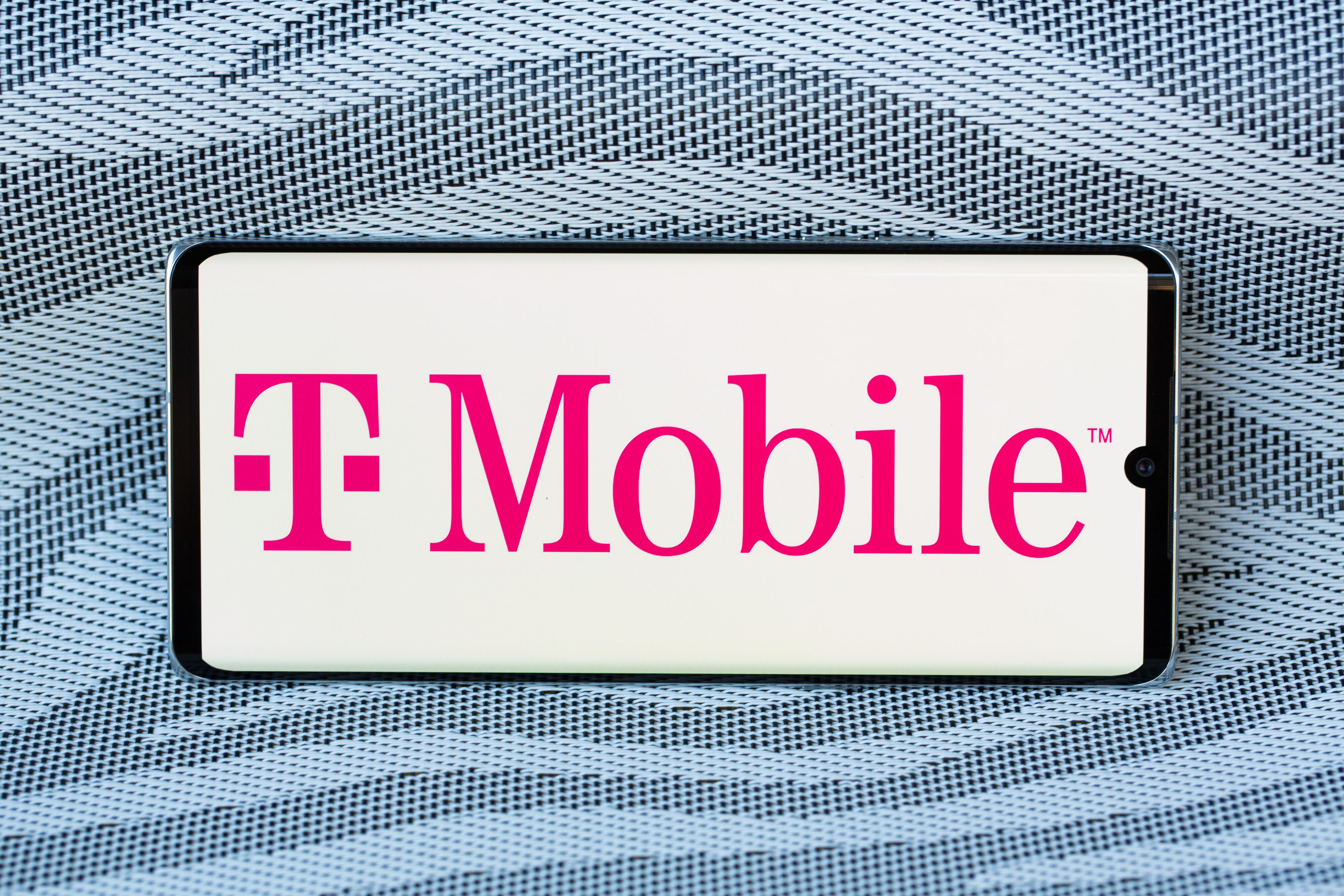 T-Mobile Money expands the carrier's banking service to Sprint users