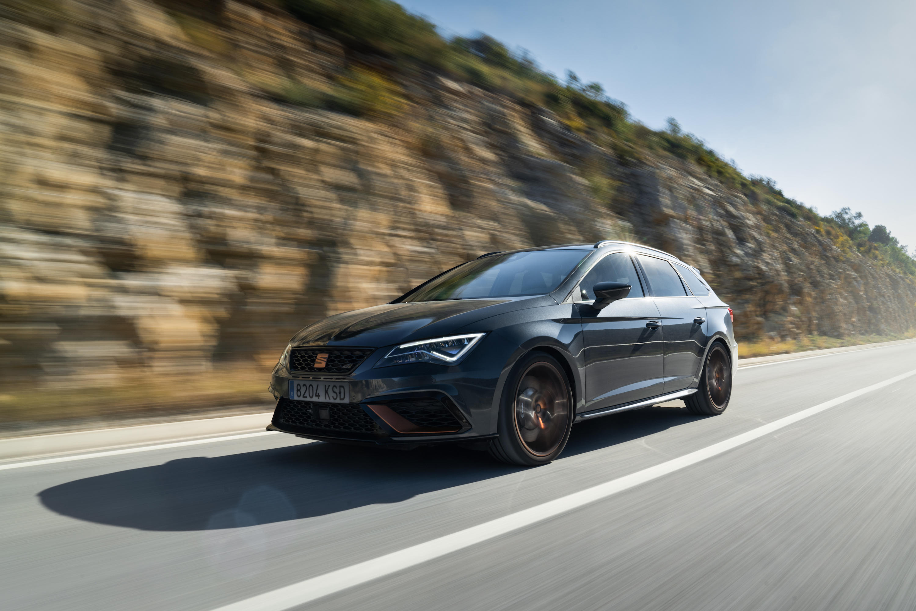 leon-cupra-r-st-brings-new-levels-of-uniqueness-sophistication-and-performance-05-hq