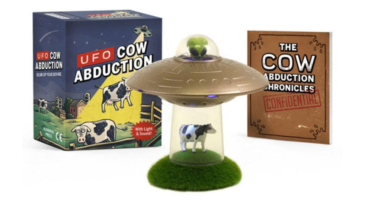 This desk-sized tribute to cow abductions 🐄
